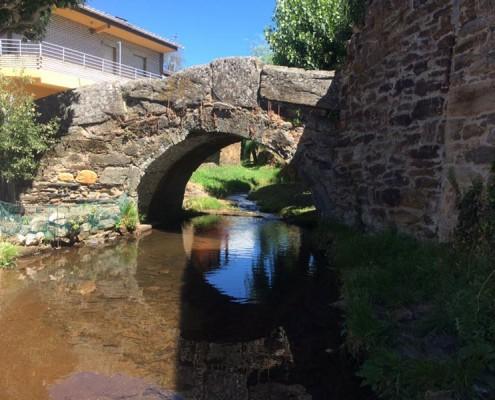 Puente medieval en Riomanzanas