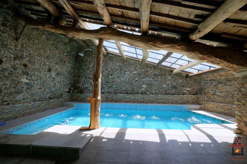 Casas con piscina interior casas con piscina interior for Casas con piscina interior fotos