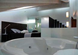 Habitación con bañera de hidromasaje en Zamora