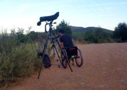 Observación con telescopio desde silla de ruedas